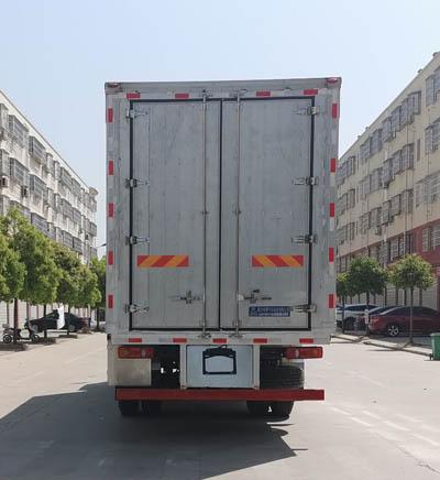 程力威牌CLW5180CCQE6型畜禽运输车